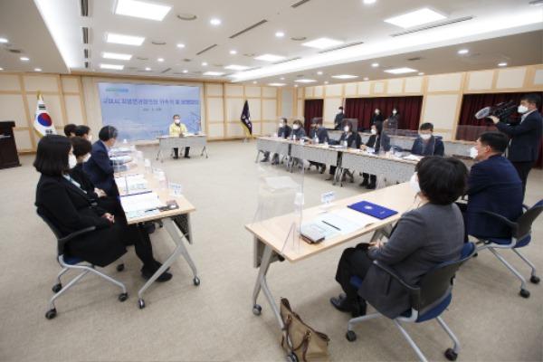 [미래전략담당관]지방분권협의회 위촉식 및 운영회의 개최(사진추가)3.jpg