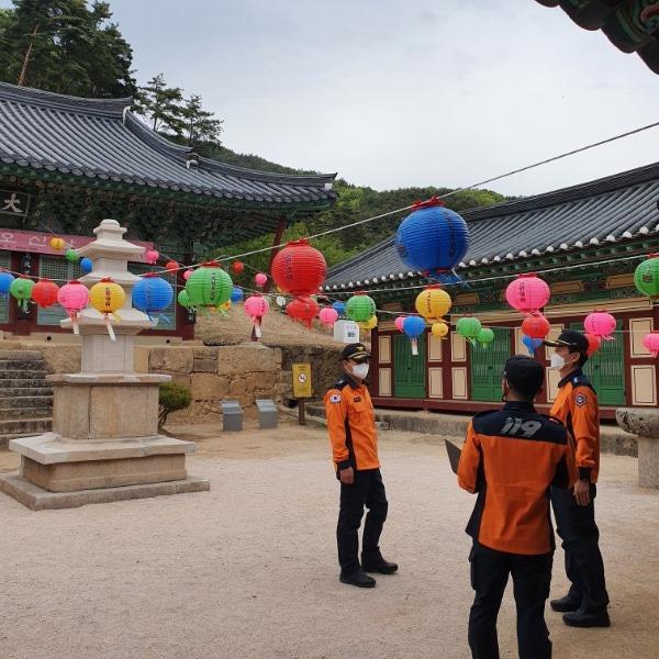(12-2)부처님_오신_날_사진.jpg