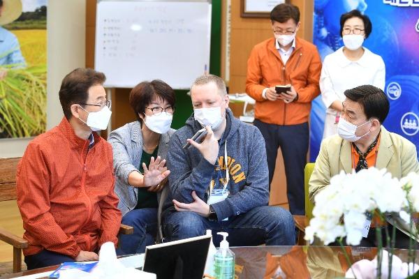 (1-3)외신기자_경북도_방문1.jpg
